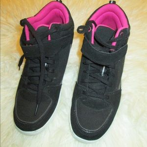 Danskin wedge black and pink sneakers in size 9